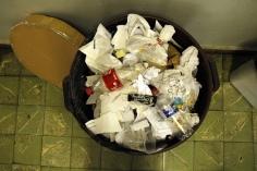Lixeira de descarte de papel. Foto: Lethícia Souza.